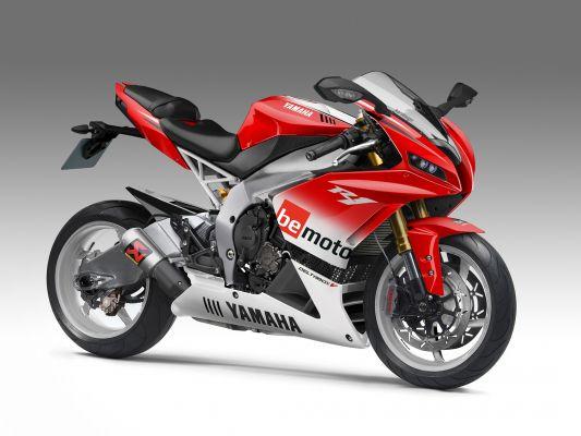 Parallel World Yamaha RD500 Concept | BeMoto