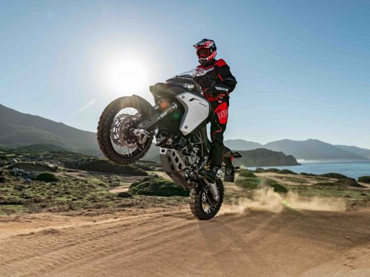 First Ride of the BMW R1250 GS Adventure in Spain | BeMoto