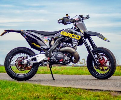 SMOKING SKILLS: HONDA CR500 SUPERMOTO