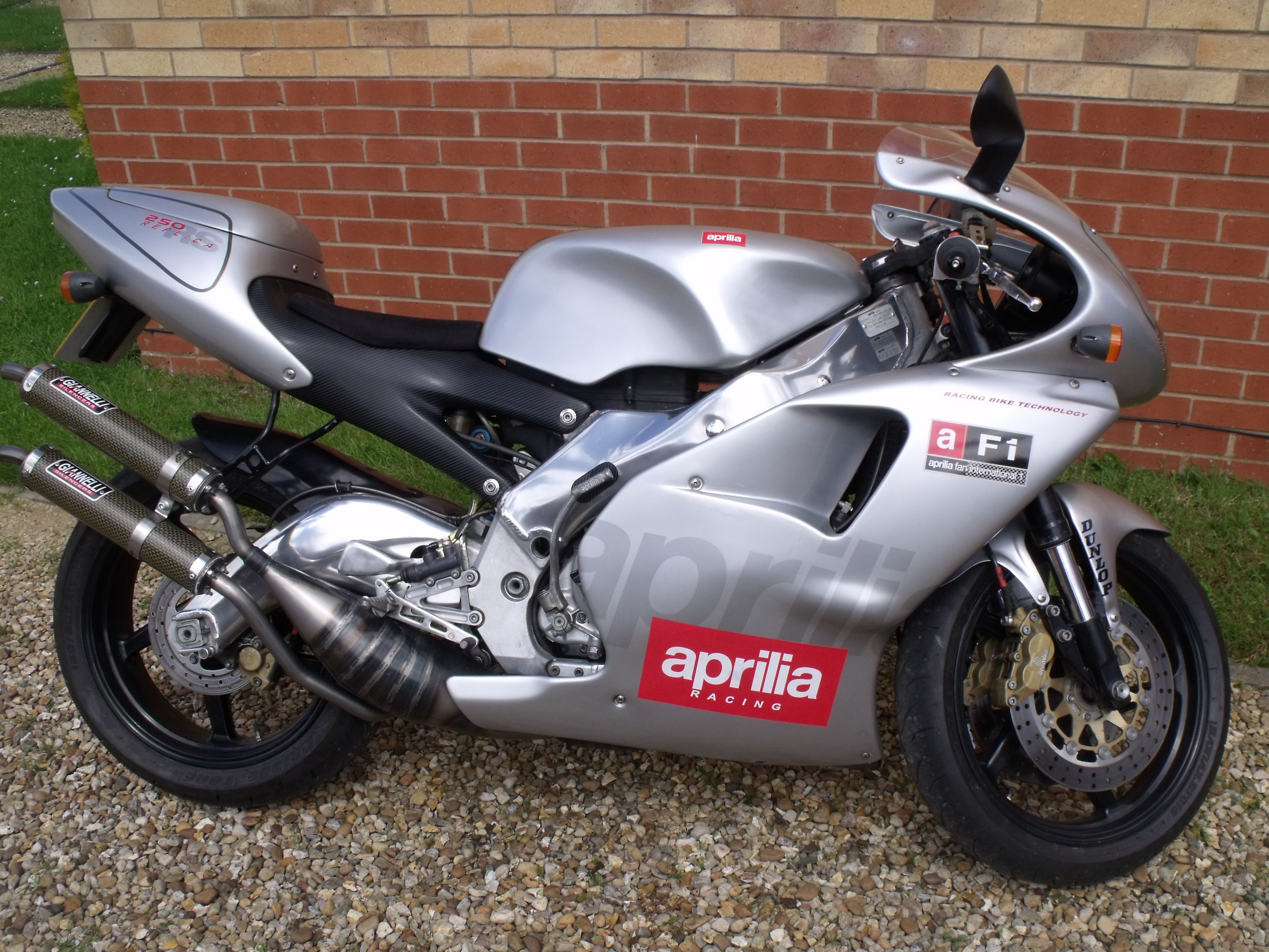 Are mistaken. Pictures of 80s style 600cc bikes naked