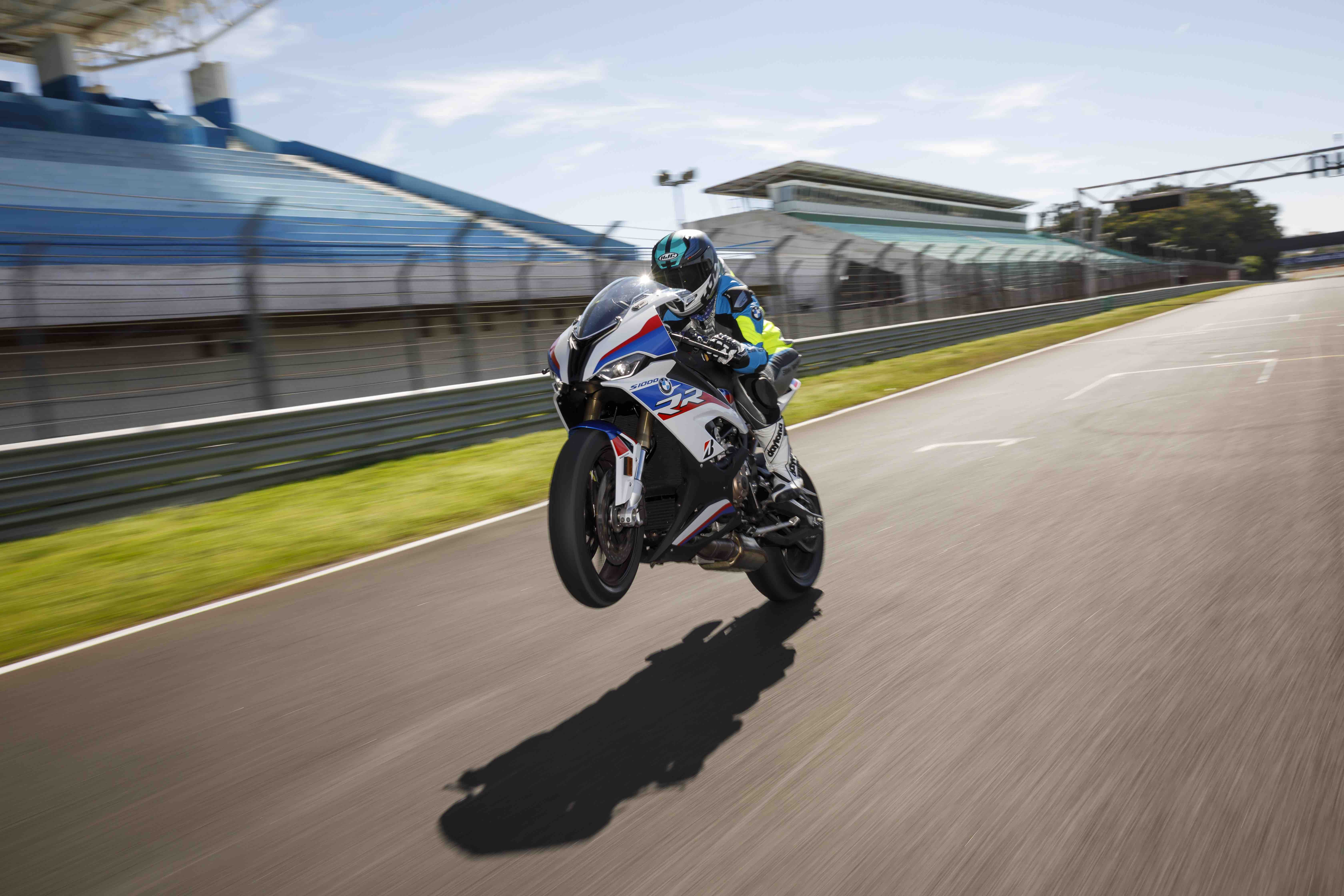 BMW S1000RR 2019 Wheelie