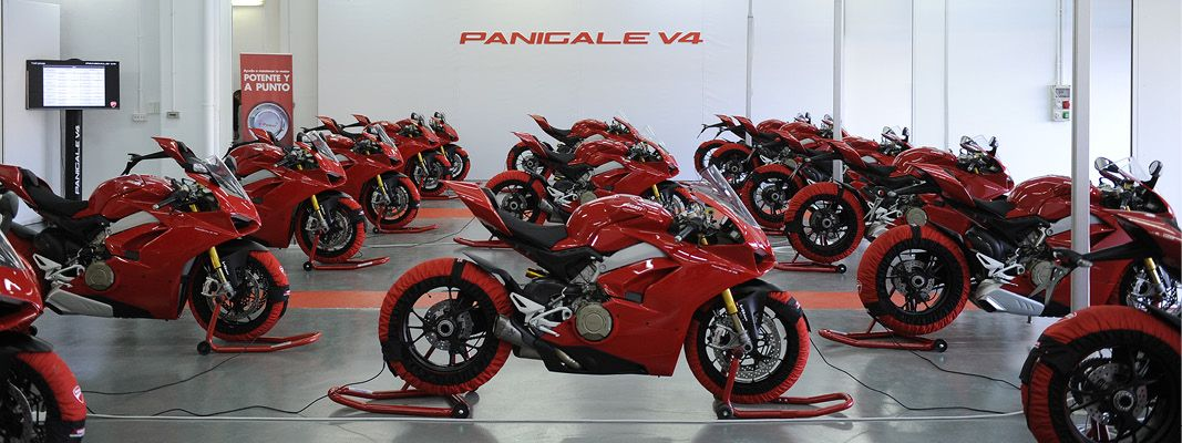 Ducati Panigale V4 1103cc 214bhp superbike launch review ...