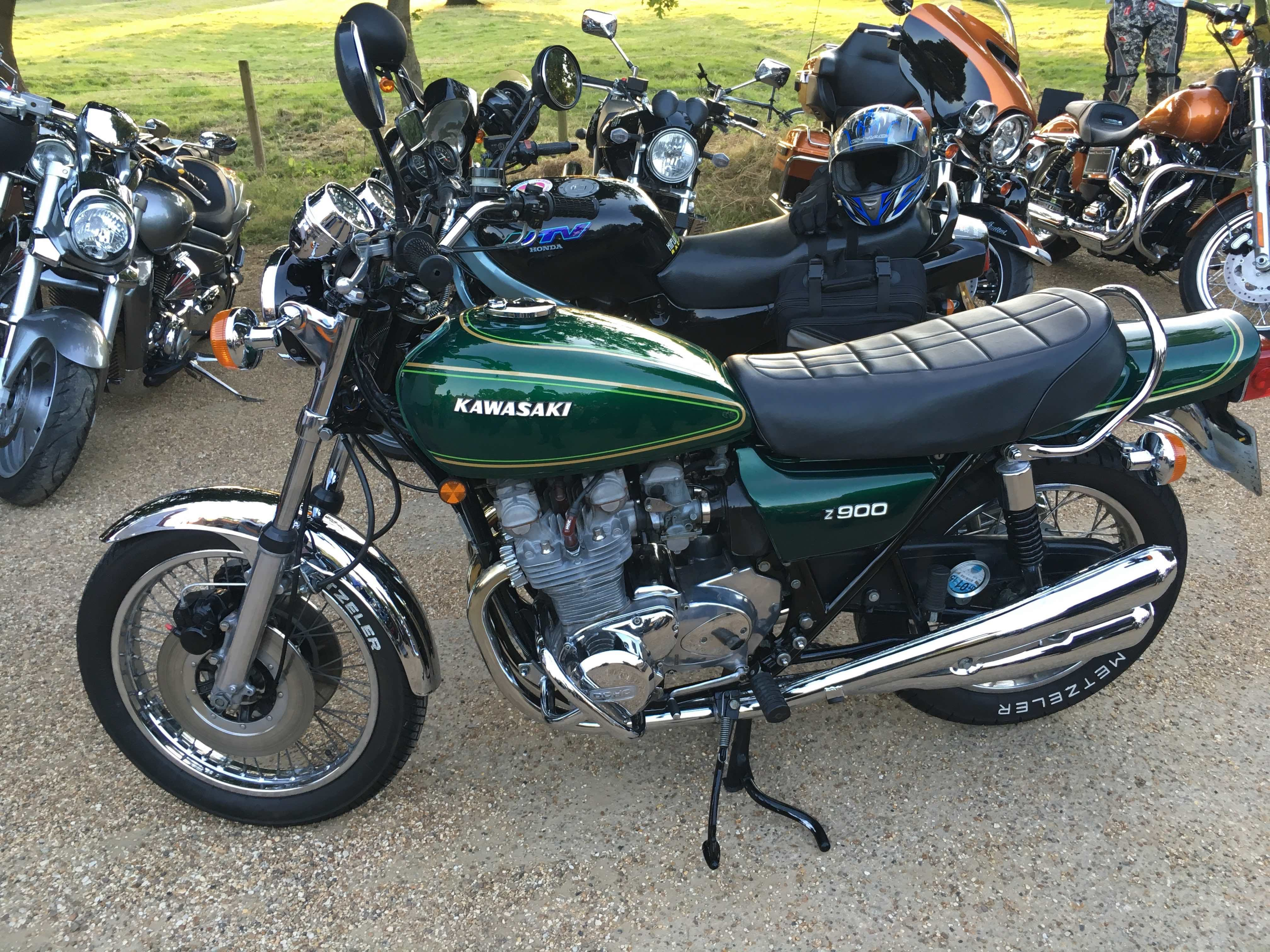 Kawasaki-Z900 in Green