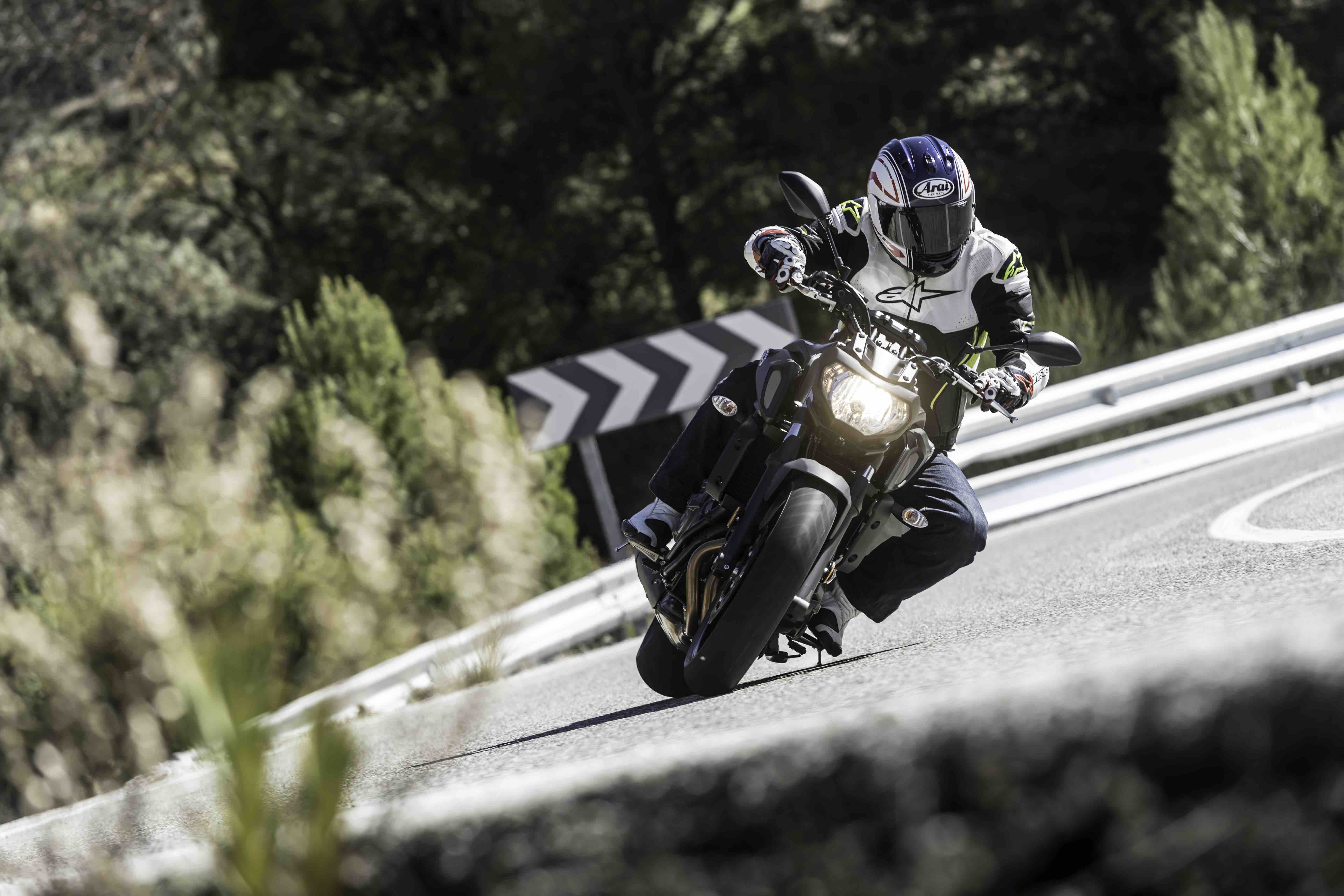 Yamaha MT07 2018 cornering