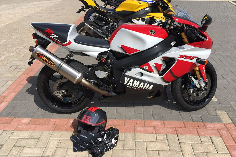 Yamaha YZF R7 OW-02 in car park