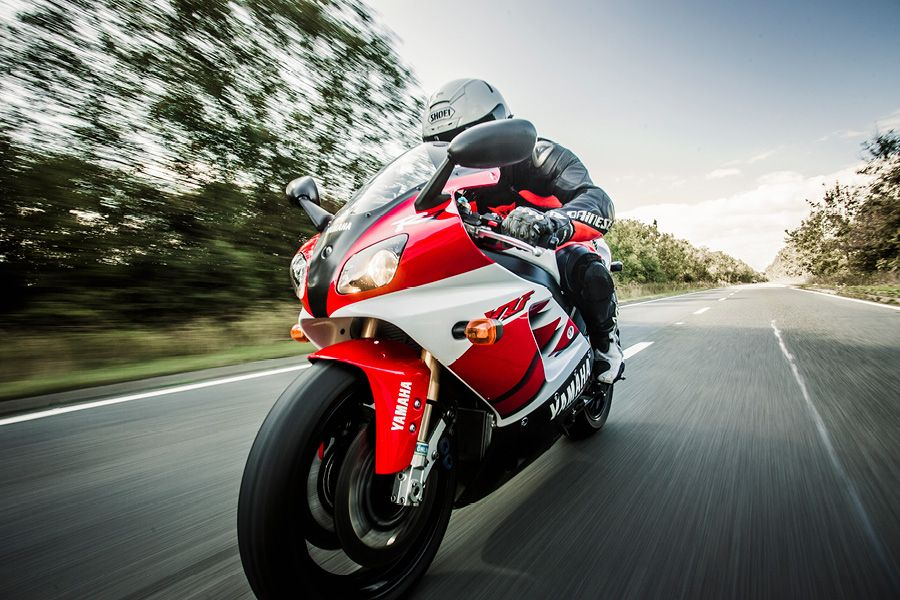 Yamaha R7 on the road