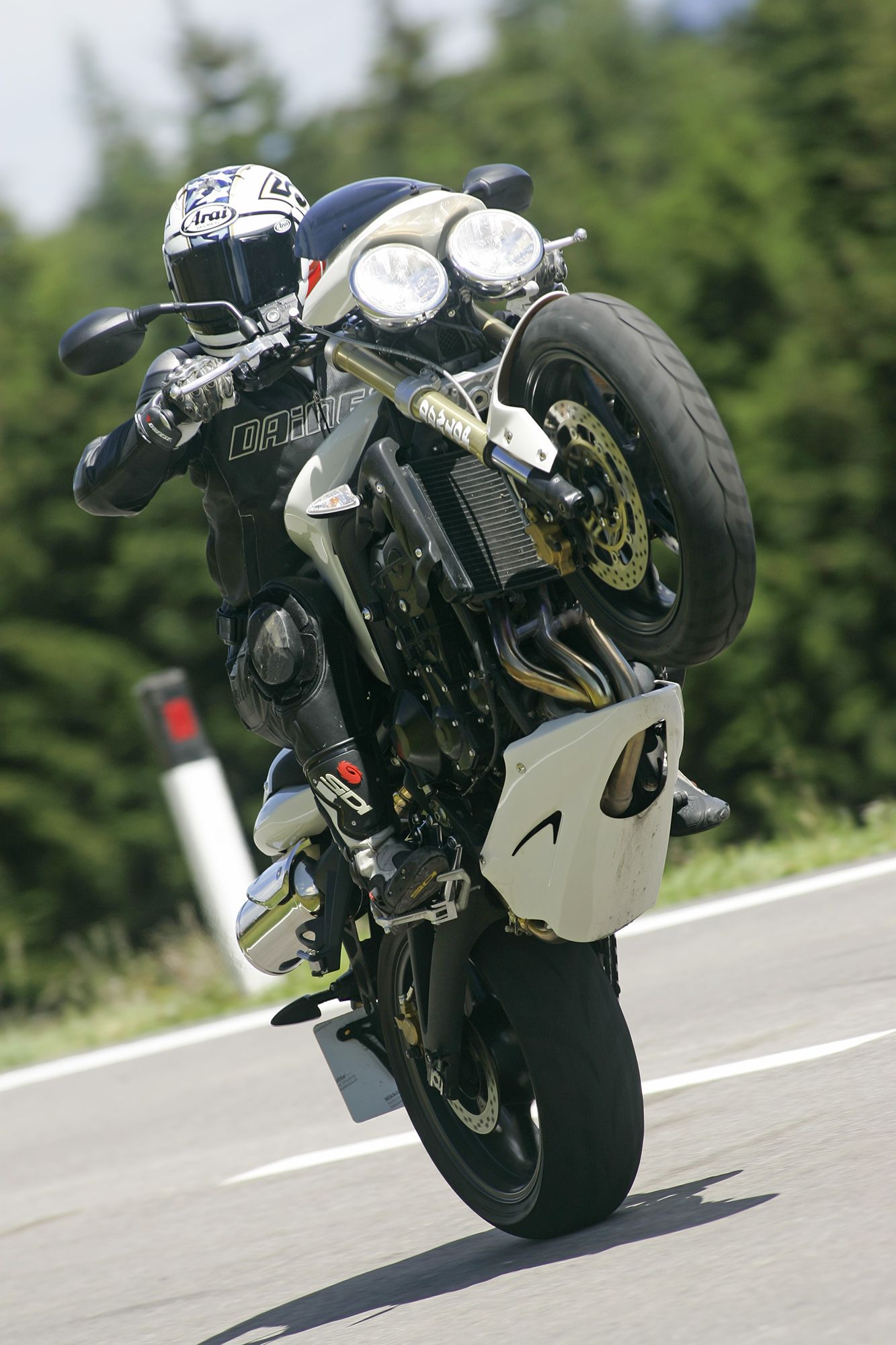An overview of the top wheelie bikes by Kar Lee | BeMoto